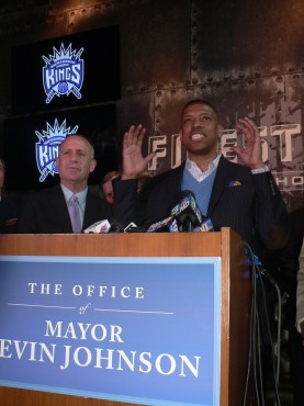 Sacramento Mayor Kevin Johnson, right, and California State Sen. Darrell Steinberg, left discuss the NBA Relocation and Finance committees' recommendation to keep the Kings in the city. The vote was 12-0 in Sacramento's favor (OBSERVER photo by Antonio R. Harvey)